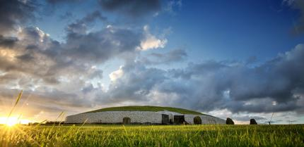 Brú Na Bóinne Newgrange Knowth And Dowth Featured Image